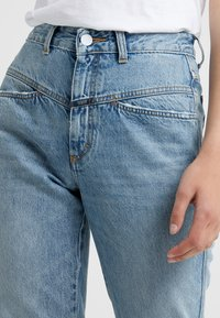 CLOSED - PEDAL PUSHER - Jeans Relaxed Fit - light blue - 4