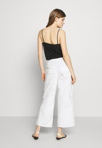 CLOSED - LEYTON - Relaxed fit jeans - ivory - 2