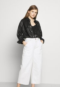 CLOSED - LEYTON - Relaxed fit jeans - ivory - 3