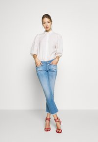 CLOSED - STARLET - Flared Jeans - mid blue - 1