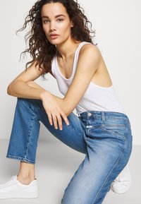 CLOSED - CROPPED X - Relaxed fit jeans - mid blue - 3
