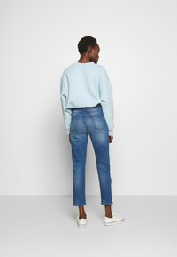 CLOSED - PEDAL PUSHER - Relaxed fit jeans - blue denim - 2
