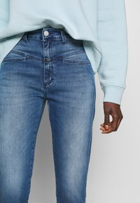 CLOSED - PEDAL PUSHER - Relaxed fit jeans - blue denim - 3