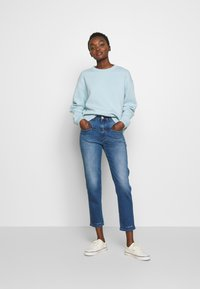 CLOSED - PEDAL PUSHER - Relaxed fit jeans - blue denim - 1