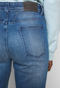 CLOSED - PEDAL PUSHER - Relaxed fit jeans - blue denim - 4