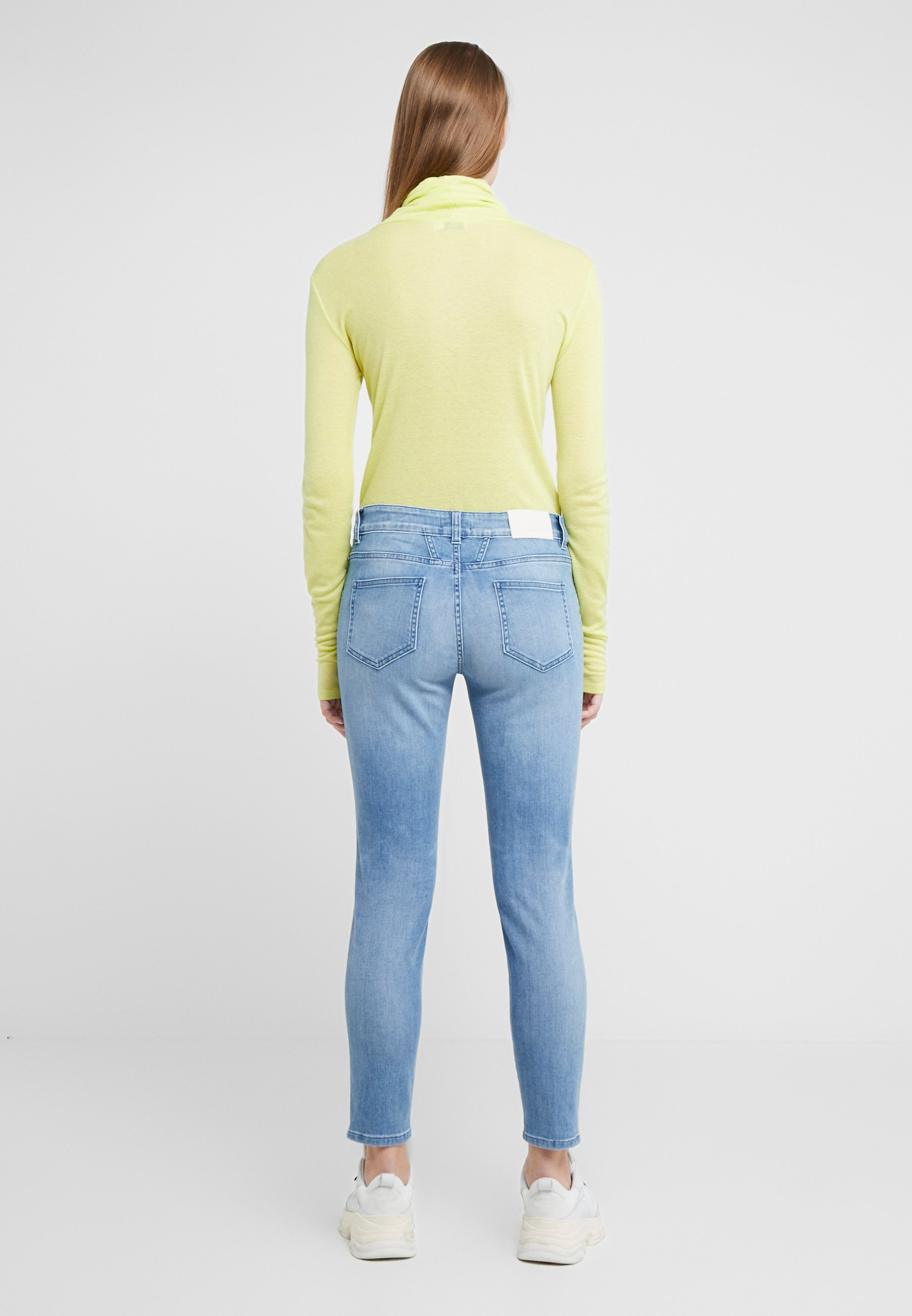 CLOSED BAKER MID WAIST CROPPED LENGTH - Jeansy Slim Fit - mid blue
