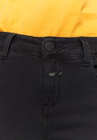 CLOSED - BAKER LONG MID WAIST REGULAR LENGTH - Slim fit jeans - black - 3