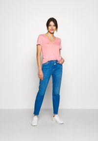 CLOSED - BAKER HIGH HIGH WAIST CROPPED LENGTH - Slim fit jeans - mid blue - 1