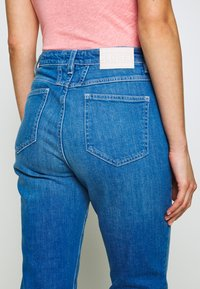 CLOSED - BAKER HIGH HIGH WAIST CROPPED LENGTH - Slim fit jeans - mid blue - 4
