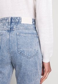 CLOSED - BAKER HIGH WAIST CROPPED LENGTH - Slim fit jeans - mid blue - 3