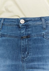 CLOSED - SKINNY PUSHER HIGH WAIST CROPPED LENGTH - Jeans Skinny Fit - mid blue - 5