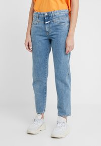 CLOSED - CROPPED X - RELAXED FIT CROPPED LENGTH - Relaxed fit jeans - mid blue - 0