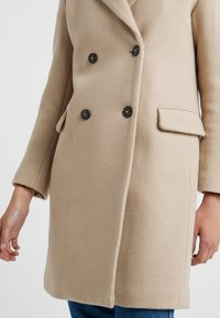 CLOSED - CROSS - Cappotto classico - honey - 5