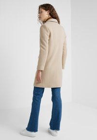 CLOSED - CROSS - Cappotto classico - honey - 2