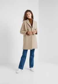 CLOSED - CROSS - Cappotto classico - honey - 1