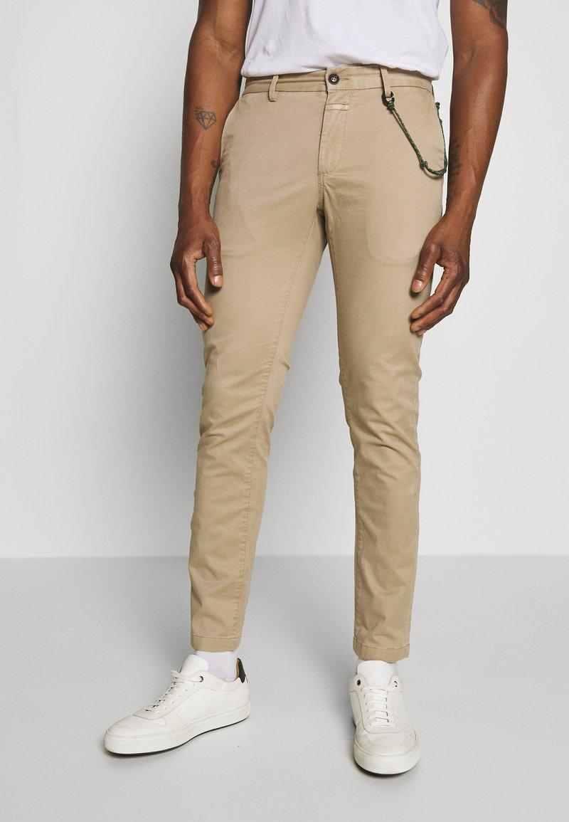 CLOSED - CLIFTON SKINNY - Chino kalhoty - pebble