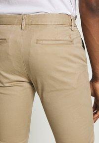 CLOSED - CLIFTON SKINNY - Chino kalhoty - pebble - 3