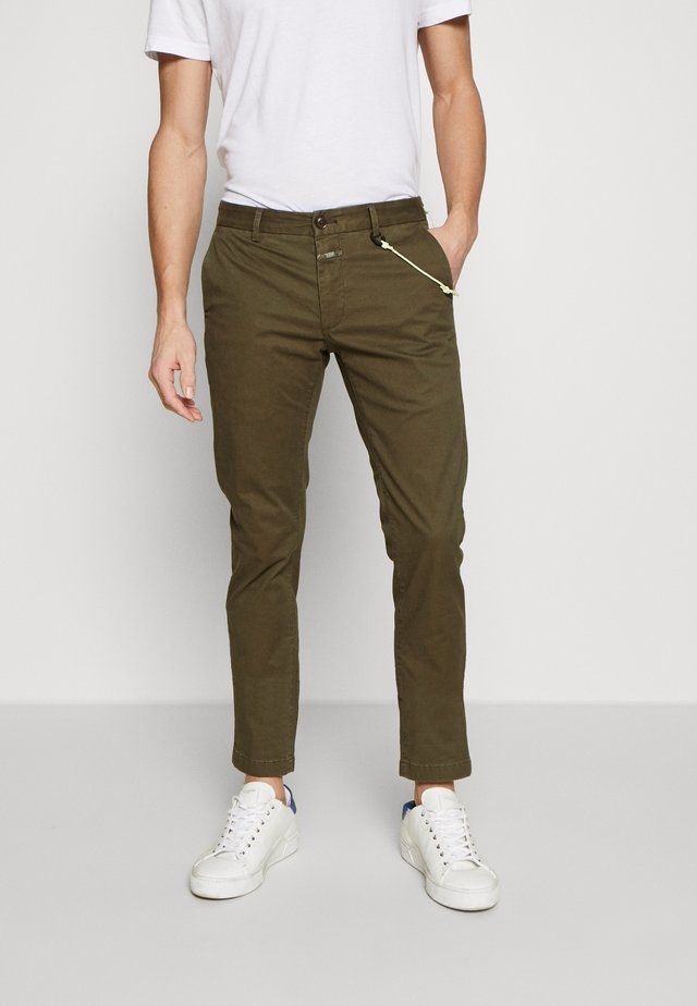 CLIFTON SKINNY - Chinosy - deep woods