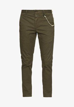 CLIFTON SKINNY - Pantalones chinos - deep woods