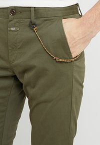 CLOSED - CLIFTON SKINNY - Chino - deep woods - 5