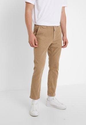 ATELIER CROPPED - Pantalon classique - deep dune