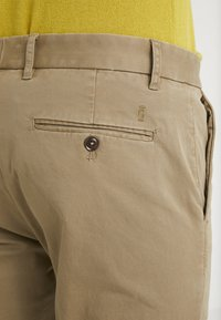 CLOSED - ATELIER CROPPED - Chino - tundra - 5