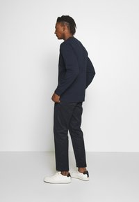 CLOSED - BOSTON RELAXED - Spodnie materiałowe - dark night - 2