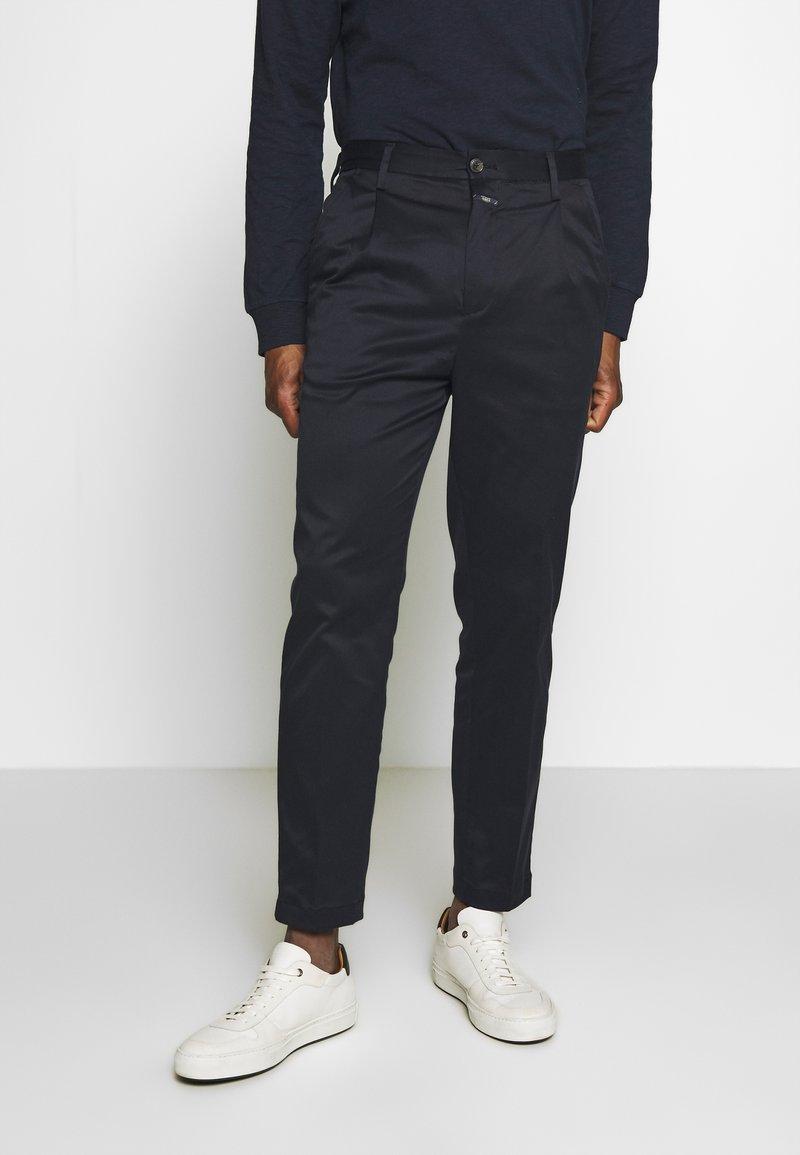 CLOSED - BOSTON RELAXED - Spodnie materiałowe - dark night