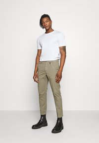 CLOSED - ATELIER CROPPED - Trousers - soft khaki - 1