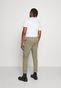 CLOSED - ATELIER CROPPED - Trousers - soft khaki - 2