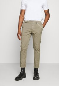 CLOSED - ATELIER CROPPED - Trousers - soft khaki - 0