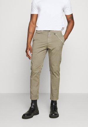 ATELIER CROPPED - Trousers - soft khaki