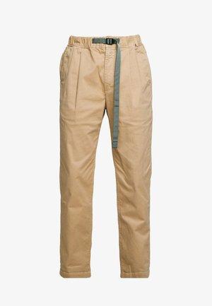 BUCKLE PANT - Pantalones - sesame