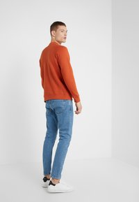 CLOSED - COOPER  - Jeans Tapered Fit - mid blue - 2