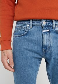 CLOSED - COOPER  - Jeans Tapered Fit - mid blue - 5