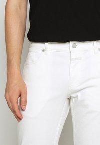 CLOSED - UNITY SLIM - Slim fit jeans - ivory - 5