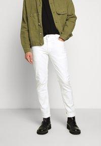 CLOSED - UNITY SLIM - Slim fit jeans - ivory - 0