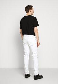 CLOSED - UNITY SLIM - Slim fit jeans - ivory - 2