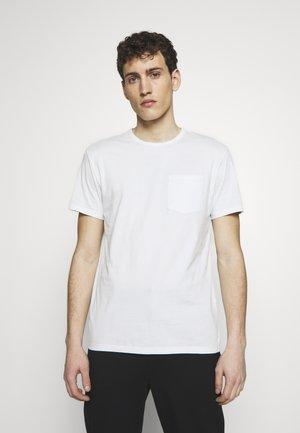 Basic T-shirt - high summer sky