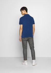 CLOSED - SHORT SLEEVE - Polo shirt - fading indigo - 2