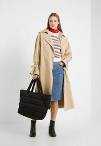 CLOSED - BAG - Shoppingveske - black - 1