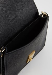 CLOSED - VICKY - Across body bag - black - 4