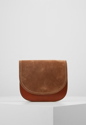 HOLLY FLAPOVER SHOULDER - Across body bag - golden oak