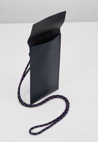 CLOSED - Obal na telefon - schwarz - 5