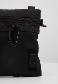 CLOSED - Taška spříčným popruhem - black - 5