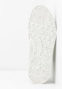 Clarks Originals - SEVEN - Chaussures à lacets - white - 6