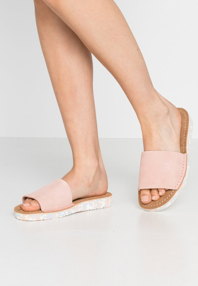 LUNAN SLIDE - Sandalias planas - light pink