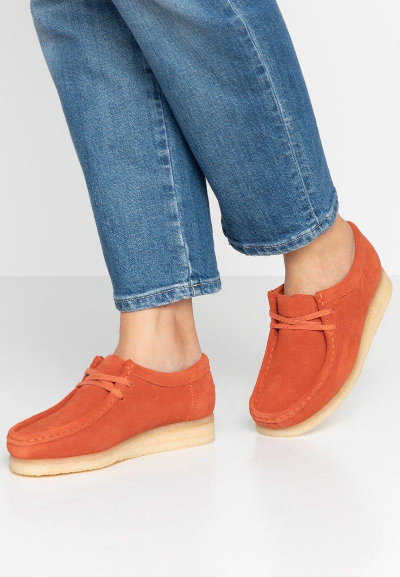 Clarks Originals - WALLABEE - Casual lace-ups - orange