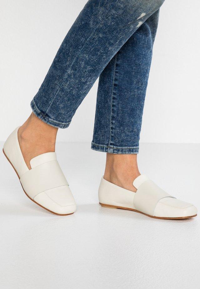 MARGOT LOAFER - Nazouvací boty - white