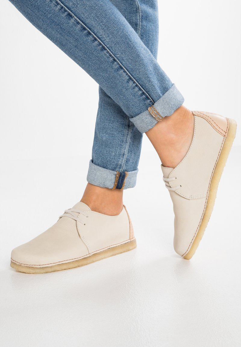 Clarks Originals - ASHTON - Casual lace-ups - offwhite